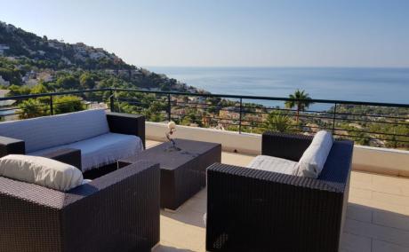Дом в Испании, Панорамный вид на море